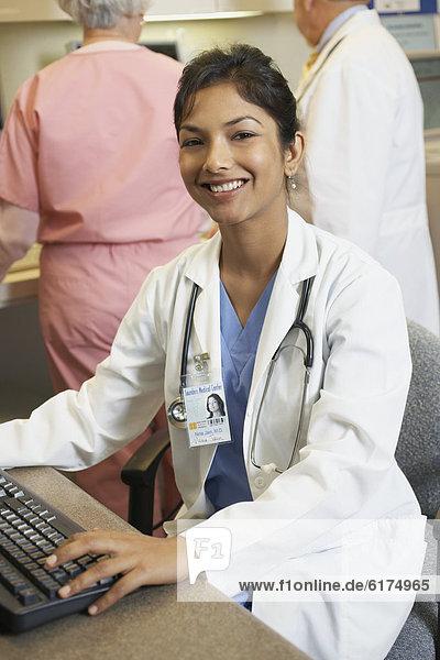 Computer  Arzt  Indianer  jung