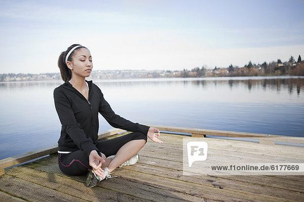 Frau  üben  Kai  mischen  Yoga  Mixed