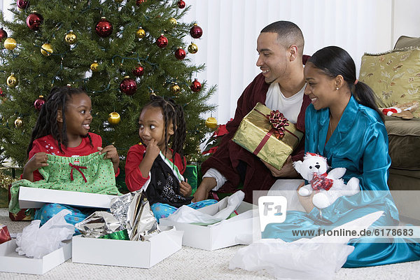 aufmachen Weihnachtsgeschenk