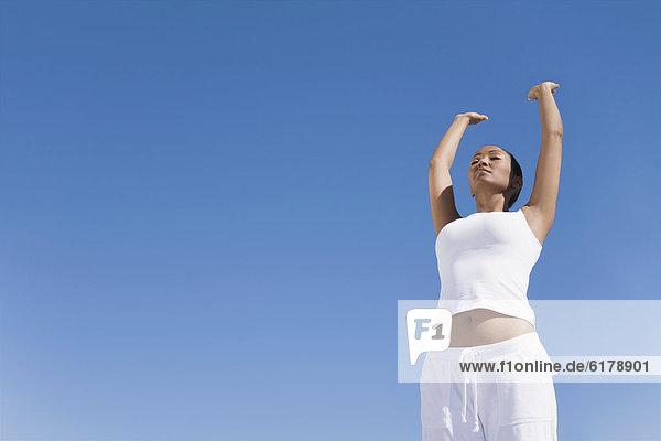 Frau  Hispanier  üben  Yoga Frau ,Hispanier ,üben ,Yoga