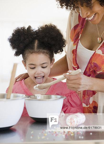mischen  Tochter  Mutter - Mensch  füttern