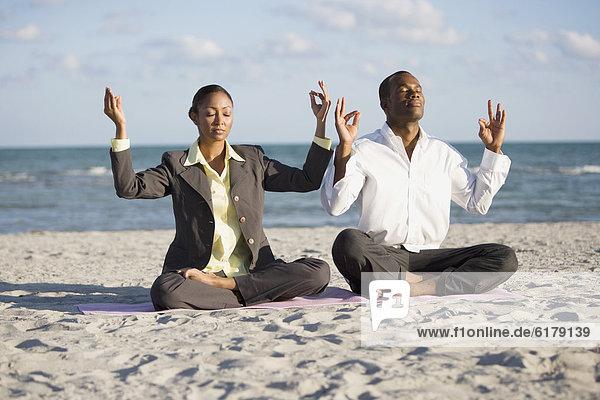 Wirtschaftsperson  Meditation  multikulturell Wirtschaftsperson ,Meditation ,multikulturell