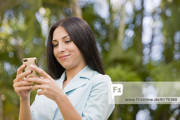 Handy  Frau  Text  Kurznachricht  türkisch