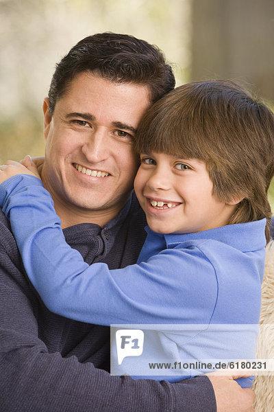 umarmen  Menschlicher Vater  Sohn  Hispanier