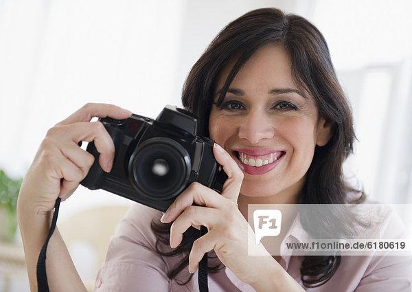 Frau  lächeln  Hispanier  halten