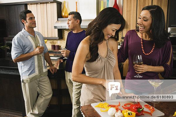 Freundschaft  Lebensmittel  Vorbereitung  trinken  multikulturell