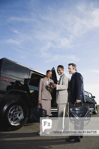 Wirtschaftsperson  multikulturell  Limousine