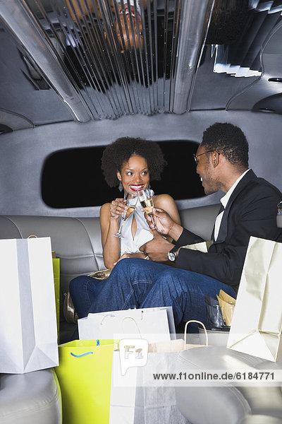 zuprosten  anstoßen  Champagner  Limousine