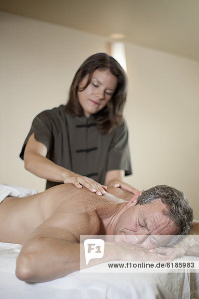 Europäer Mann Massage