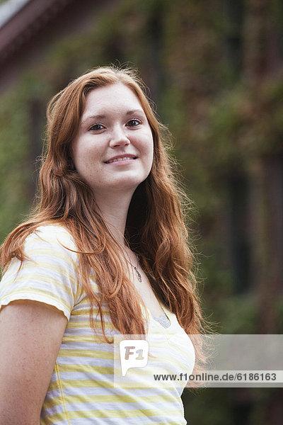 Jugendlicher  Europäer  lächeln  Mädchen