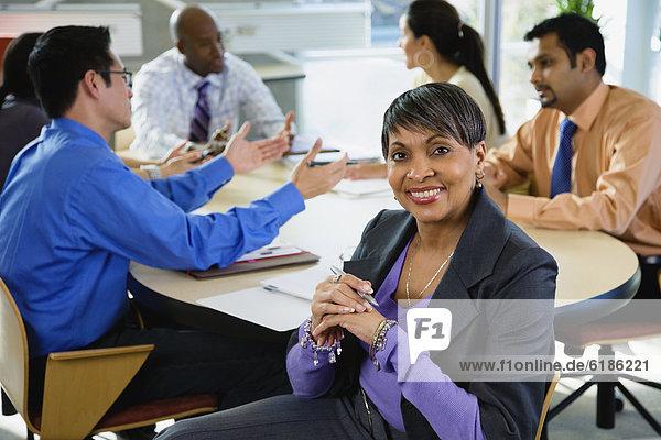 Mensch , Büro , Menschen , Geschäftsbesprechung , Besuch,  Treffen,  trifft , multikulturell , Business