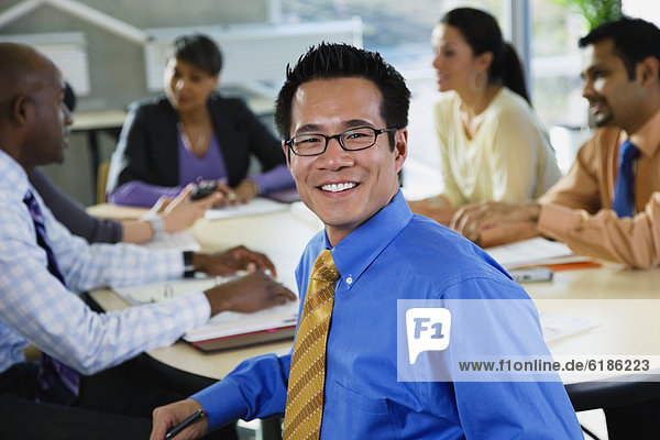 Mensch  Büro  Menschen  Geschäftsbesprechung  Besuch  Treffen  trifft  multikulturell  Business