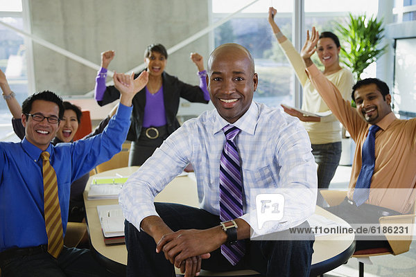 Mensch Menschen Fest festlich Geschäftsbesprechung Besuch Treffen trifft multikulturell Business