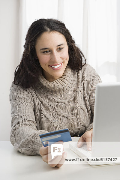 Frau  Internet  kaufen  Kredit  mischen  Kreditkarte  Karte  Mixed
