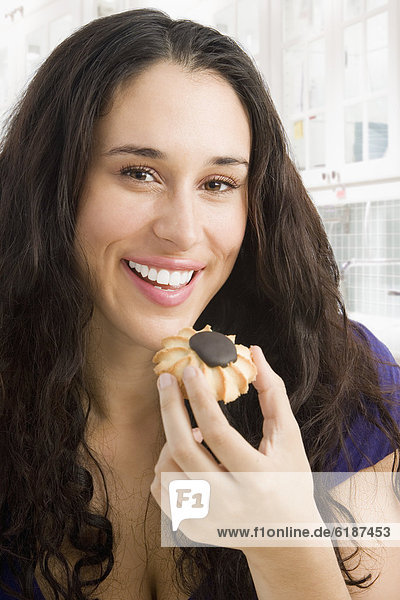 Frau  mischen  essen  essend  isst  Keks  Mixed