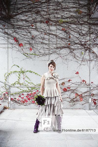 stehend  Blumenstrauß  Strauß  Braut  Glamour