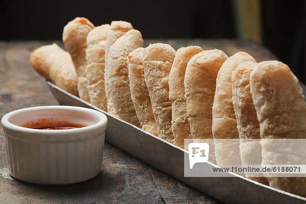 Brot  Korb  Soße  dippen