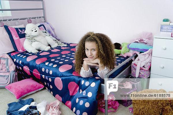 liegend  liegen  liegt  liegendes  liegender  liegende  daliegen  Schlafzimmer  Bett  mischen  Mädchen  Mixed