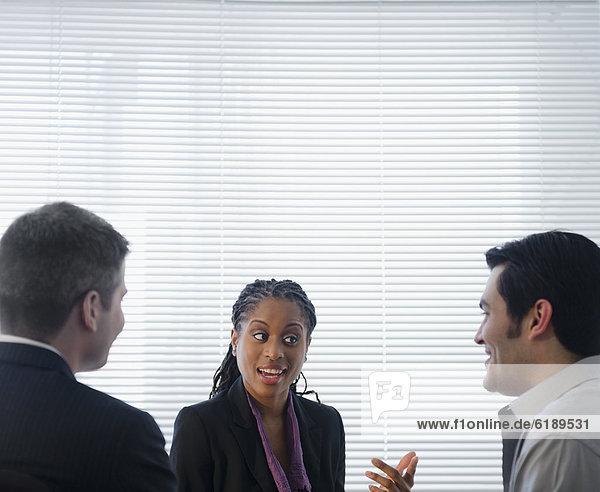 Zusammenhalt sprechen Mensch Büro Menschen Business