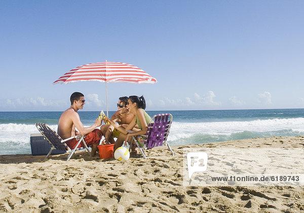 Freundschaft  Entspannung  Strand  Hispanier