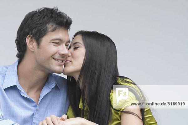 Frau  Freund  küssen  Hispanier