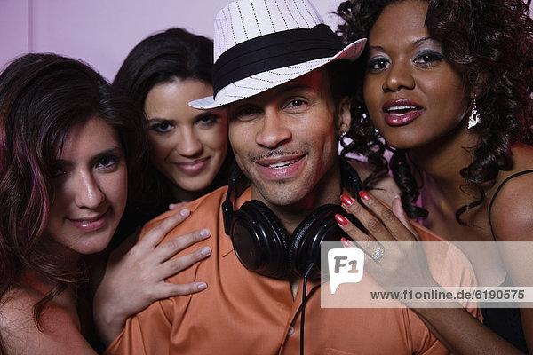 Frau  Nachtklub  flirten  DJ