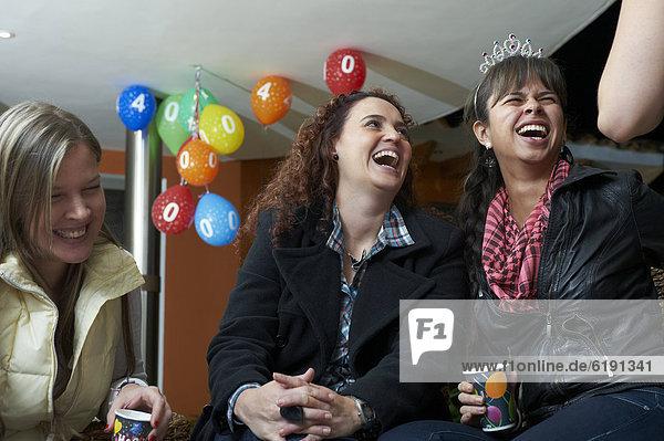 Freundschaft  Fest  festlich  Party  Hispanier  Geburtstag