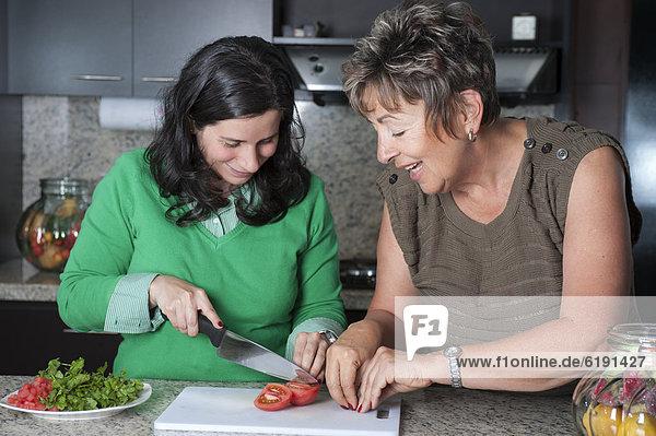 Vorbereitung  Hispanier  Salat  Tochter  Mutter - Mensch