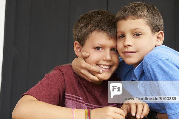 umarmen  lächeln  Junge - Person  Hispanier