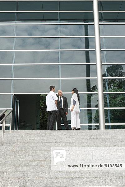 Stufe  sprechen  Mensch  Menschen  Arzt  Hispanier  Business