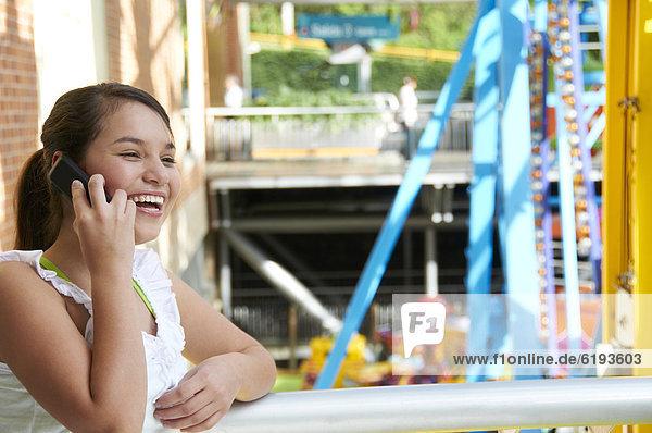 Handy  sprechen  lächeln  Hispanier  Mädchen