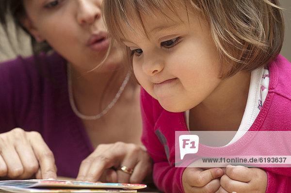 Buch  Hispanier  Tochter  Taschenbuch  Mutter - Mensch  vorlesen