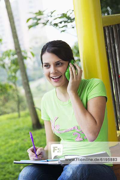Handy Frau sprechen lernen