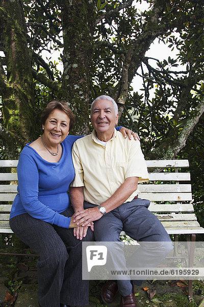 sitzend  Senior  Senioren  Hispanier  Sitzbank  Bank