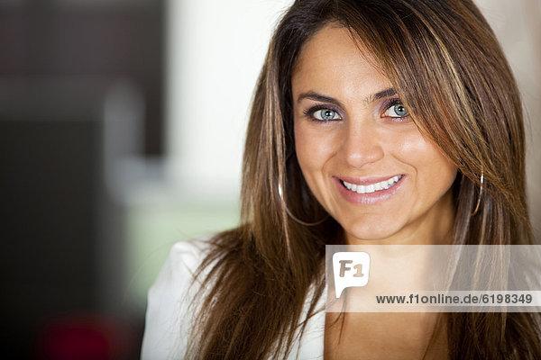 Geschäftsfrau  lächeln  Hispanier