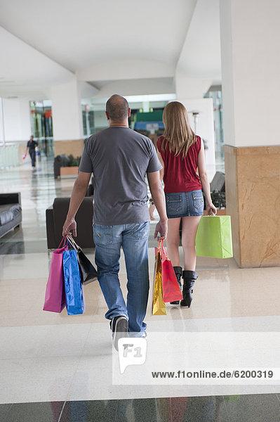 Einkaufszentrum  tragen  Tasche  Hispanier  kaufen