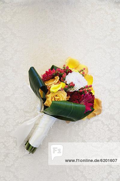 Blumenstrauß  Strauß  Braut  Tisch