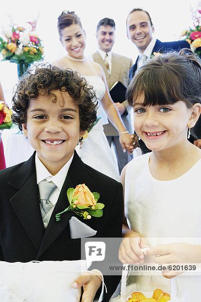 Blume  Junge - Person  Hispanier  Mädchen  klingeln