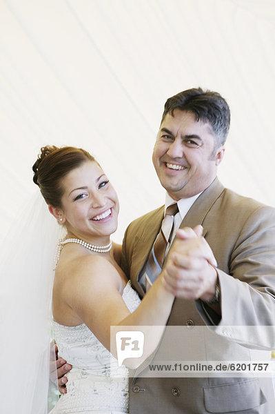 Braut  Hochzeit  Menschlicher Vater  tanzen
