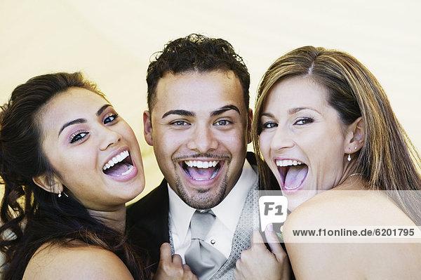 Freundschaft  lachen  multikulturell
