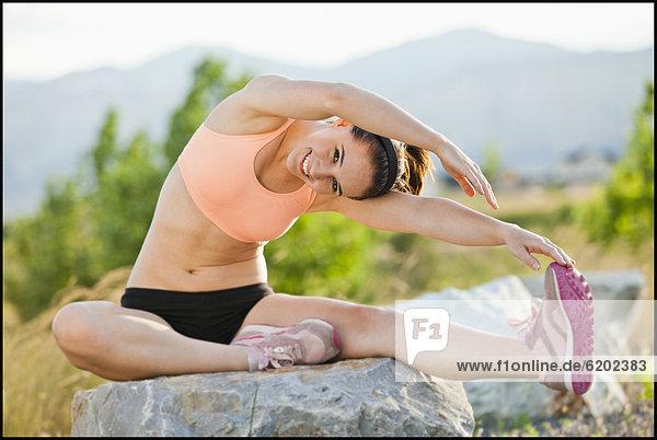 Fitnesstraining  Europäer  Frau  strecken