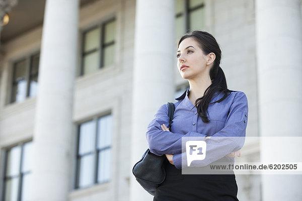 Außenaufnahme  stehend  überqueren  Europäer  Geschäftsfrau  freie Natur