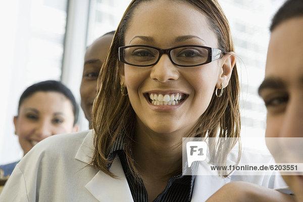 lächeln  Arzt  multikulturell  Pflegepersonal  Pfleger