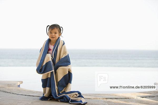Handtuch  nass  Hispanier  Mädchen  umwickelt