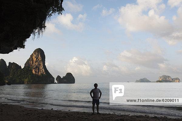 stehend  Strand  Mensch  thailändisch
