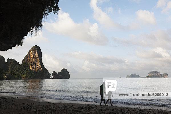 Mensch  Menschen  gehen  Strand  thailändisch