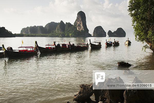 Ozean  Boot  vertäut  thailändisch