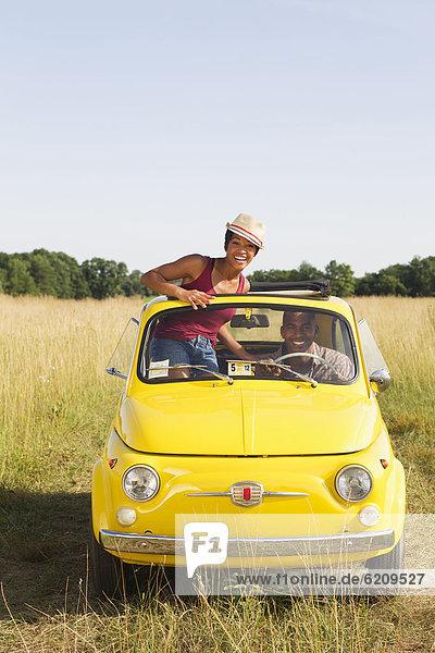 Dach  stehend  Frau  Auto  Feld  Sonne