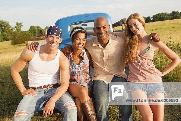 sitzend , Zusammenhalt , Freundschaft , Lastkraftwagen