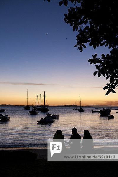 sitzend  Freundschaft  Strand  Sonnenuntergang